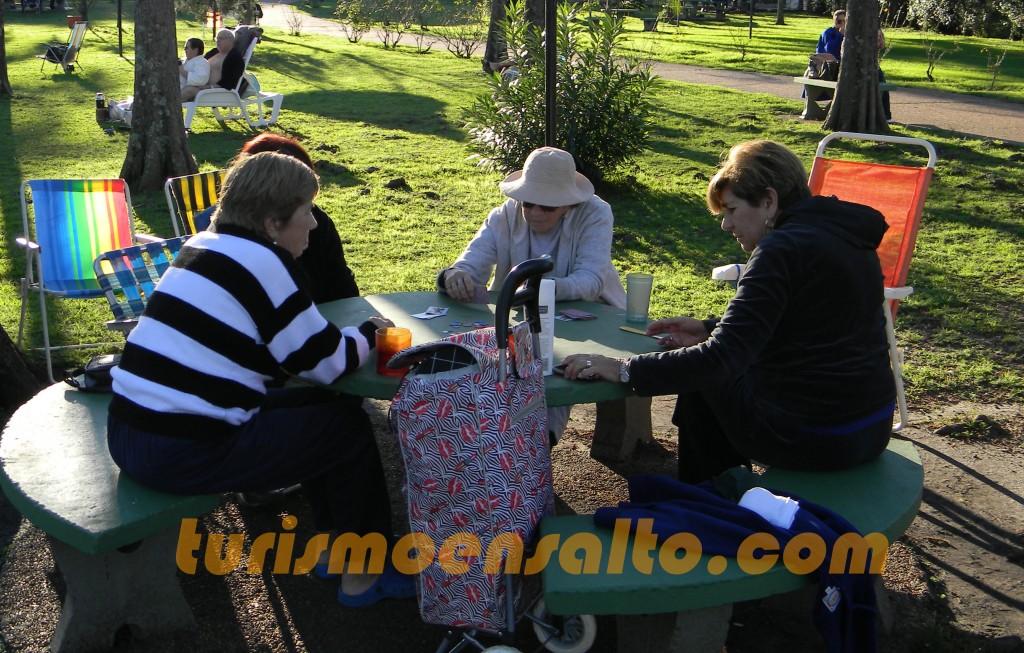 4 Señoras jugando a las cartas